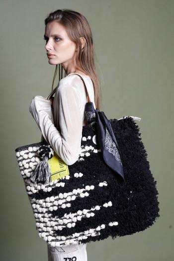 Big Hand Bag Black and Beige Colors NO PROBLEM