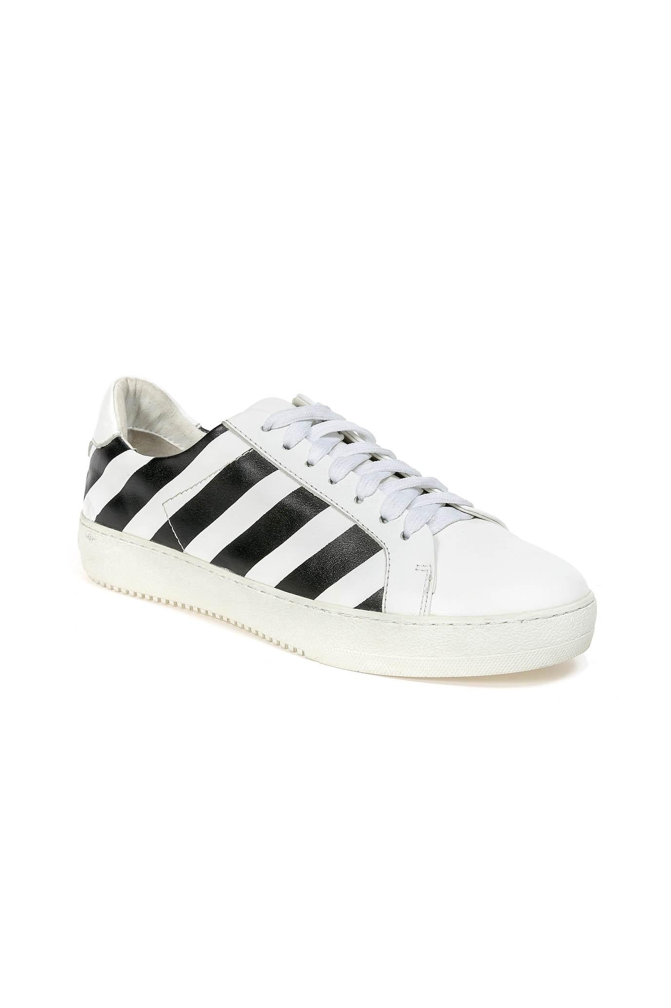 White and Black Sneakers BLACK STRIPE